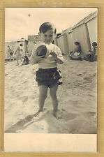 Carte Photo vintage card RPPC enfant garçon plage cabine ballon 1954 ph0332