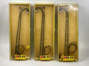 BRAWA H0 1506, SET OF 3 TRAIN YARD LAMPS *ONLY 1 WORKING* (please read)