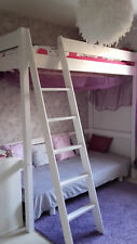 Mezzanine en bois blanc