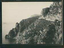 Italie, Environs de Naples, Route sur les rochers, ca.1900, Vintage silver print