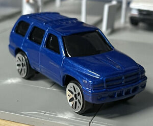 Maisto Dodge Durango 1/64 Scale Loose For Diorama Blue