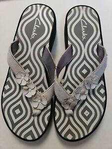 Clarks Flower Strap Flip Flops Womens Wedge Sandals  Size 7m