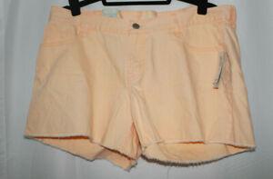 Old Navy Women's Diva Denimn Shorts. Size 14. NWT