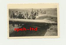 Original Foto / ..Notgelandetes Jagdflugzeug ........... ( 1 )