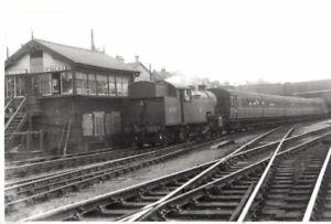 Rail Photo LNER 262t V2 67780 Wood Green No 2 signal box london GNR
