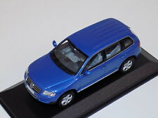 1/43 Minichamps Volkswagen Tiguan in Blue Dealer Edition
