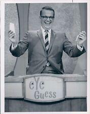 1966 Press Photo Eye Guess TV Game Show Host Bill Cullen 1960s