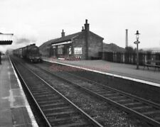 PHOTO  KEARSLEY RAILWAY STATION VIEW (MANCHESTER-BOLTON) WITH A TRAIN IN VIEW IN