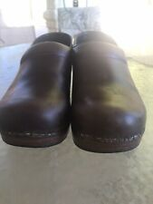 Dansko Size 40 Medium (B, M) Brown Clogs Shoes Leather Women