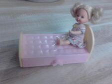 adorable poupée shelly et son lit  1994