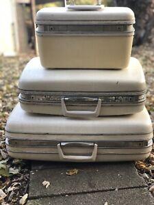 Vintage White Samsonite 3 Piece Luggage Set