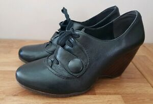 Clarks  Leather Laced Up Shoes  UK 7