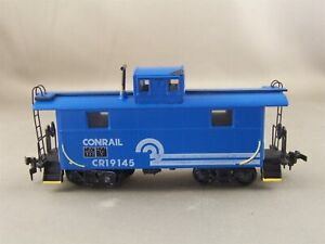 Roundhouse - Conrail - 2 Window Caboose + Wgt # 19145