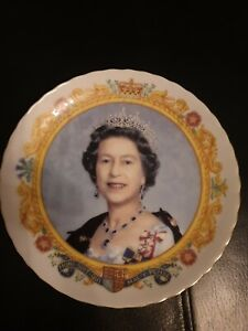 Queen Elizabeth 11  China Plate To Celebrate 50 Years Reign GOLDEN JUBILEE VGC
