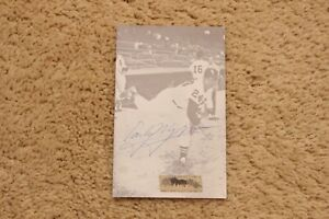 AUTOGRAPHED EARLY WYNN POSTCARD CHICAGO WHITE SOX
