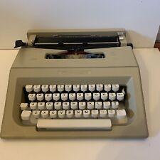 Vintage Olivetti Lettera 25 Portable Typewriter