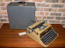 Vintage Underwood Deluxe Golden Touch Manual Portable Typewriter w/Case & Key