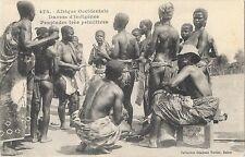 AFRIQUE OCCIDENTALE ETHNOLOGIE danses d'indigènes seins nus gros plan