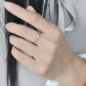 New 18K White Gold Filled Crystal Flower Wedding Engagement Band Ring Stunning