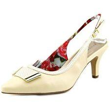 Zapatos de tacón de mujer Karen Scott de tacón medio (2,5-7,5 cm) de color principal crema