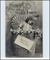 PFINGSTEN 1912 tolle Motivkarte Kind Mädchen in einem Riesen Blumen Korb
