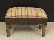 Footstool upholstered in 100% wool