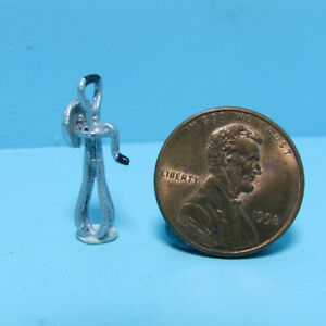 Dollhouse Miniature Metal Old Fashion Hand Mixer IS0316