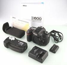 Nikon D600 Gehäuse mit MB-D14 ca. 20.000 Auslösungen SHP 68596