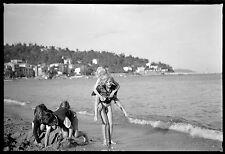 Vacances bord de mer plage jeunes enfants - Ancien négatif photo an. 1950