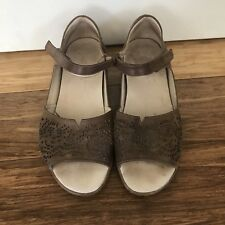 KLOUDS Women's Brown Lace Cut Out Leather Sandals Flat Heels Veronika Sz 40 9