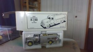 1st Gear 1957 int fuel tanker 1:34 Scale never displayed out box