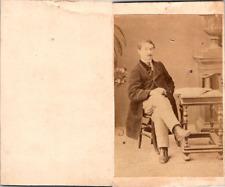 Homme en pose Vintage CDV albumen carte de visite  CDV, tirage albuminé, 6 x 1