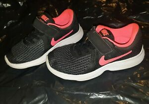 GIRLS BLACK/PINK NIKE TRAINERS, SIZE UK 11 INFANT, EUR 28.5 IN GOOD CONDITION