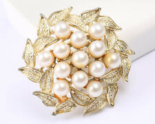 Vintage 1950s Gold Tone Brooch with faux Pearls