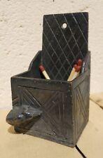 Ancien pyrogène gratte allumettes en bronze fin XIX décor boite à sel et souris