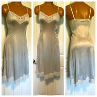 VTG 70's SANS SOUCI ICE BLUE W/ LACE NYLON FULL SLIP NIGHTGOWN SZ 32 (S)