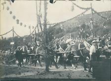 Europe, Vue d'une parade avec chevaux, ca.1903, vintage silver print Vintag