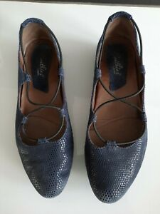 Earthies By EARTH Essen shoes Flats Navy 10B Slip On comfort casual