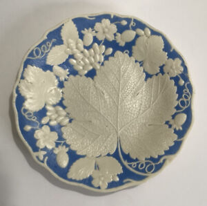 Antique SAMUEL ALCOCK Moulded Blue And White Grape Vine Leaf & Strawberry Plate