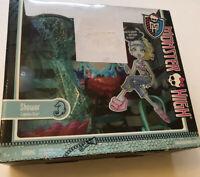 Monster High Lagoona Blue Shower Playset Box Worn But Sealed