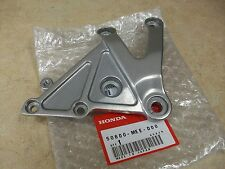 NEW OEM HONDA CBR600RR CBR 600RR RIGHT FOOTPEG FOOT PEG REST BRACKET 2005 2006