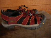 Maroon Red Keen Womens Sandals sz 10 M Hiking Work Sport Wrapped Toe pre owned