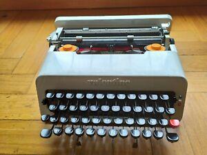 Olivetti Valentine Typewriter w/ Case  RARE Vintage work Tested rare white
