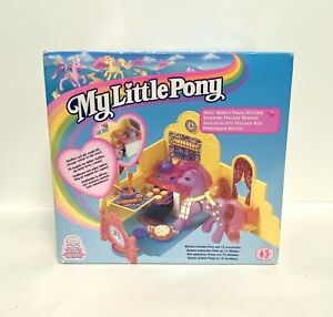My Little Pony MLP UK 1999 Year 3 Sweetberry's Magic Kitchen Playset Mint In Box