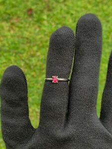 18 karat gold pink sapphire ring