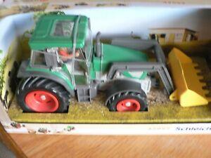 Schleich Traktor 42052 mit gelber Baggerschaufel und Fahrer, neu & ovp