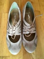 Clarks Ladies Lace Up/Heeled Beige Brogues Shoes UK 4.5. NEW