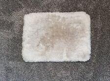 New listing soft bath rug approx. 18� x 24�