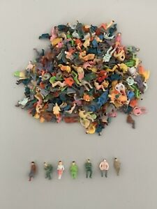Lot 10 personnages figurines ASSIS HO