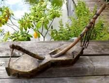 altes afrikanisches Zupfinstrument, 4-saitig - aus Holz mit Ziegenleder bespannt
